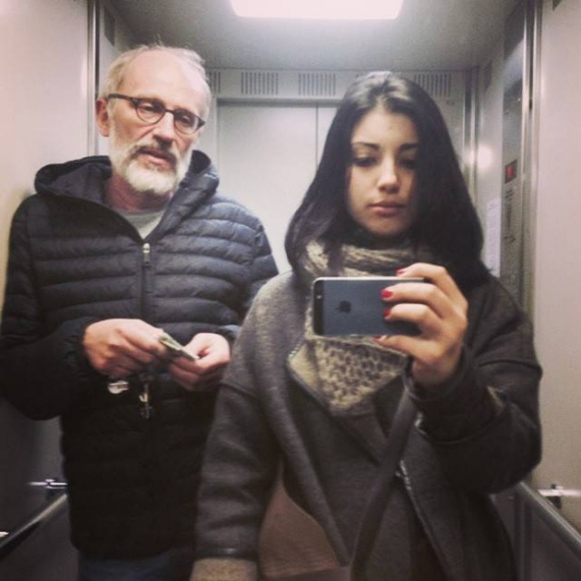 Александр Гордон. Режиссер, актер и телеведущий женился в четвертый раз в 50-летнем возрасте. Его избранницей стала 20-летняя студентка режиссерского факультета ВГИКа Нозанин Абдулвасиева.