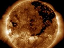 Загадочная дыра на Солнце размером в 1500 Земель поставила ученых в тупик