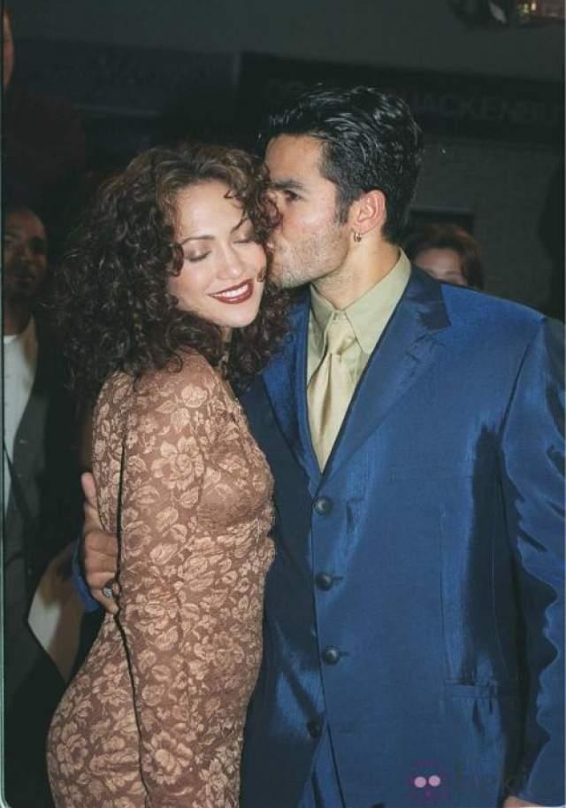 Впервые она вышла замуж за официанта Оджани Ноа, который после развода в 1998 году продолжил работать в ее ресторане, но недолго. Он пытался шантажировать певицу эротическим видео, которое они когда-то записали вместе.