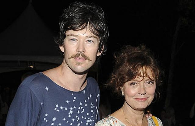 64-летняя актриса появилась на итальянском фестивале Giffoni Film в сопровождении нового кавалера, который и стал одной из причин развода, 32-летнего режиссера Джонатана Бриклина.