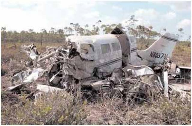 Грузчики и пилоты рекомендовали не загружать все оборудование в самолет, однако, их не послушали. Самолет упал вскоре после взлета, на расстоянии около 60 метров от взлетно-посадочной полосы.