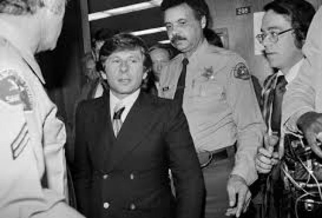Но после ареста и предъявления обвинений Полански признал себя виновным в сексуальных отношениях с малолетней, чтобы посредством соглашения о признании вины смягчить обвинения.
