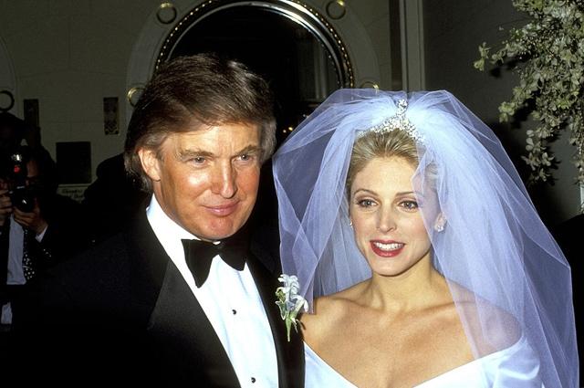 Марла Мэйплс. Модели удалось увести самого Дональда Трампа у его первой жены, Иваны Зельничковой. Будущий президент быстренько побежал разводиться с матерью своих троих детей и соединился с Марлой. Этот союз принес миру новую жизнь – у них родилась дочка Тиффани, и на этом распался.