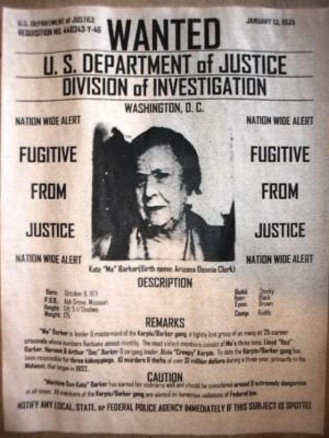 Группой руководили Элвин Карпис и Фредди Баркер. Позже Карпис писал, что Мамаша не состояла в банде.
