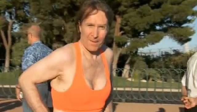 Сам Брайан считает, что именно грудь привлекает к нему внимание женского пола.
