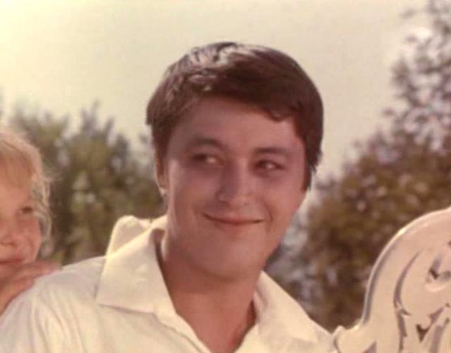 Руслан Ахметов. Роль водителя Эдика стала самой известной в карьере артиста. Продолжал сниматься в эпизодических ролях, играл в театре. Сильно переживал по поводу неудач в личной жизни. На фоне злоупотребления алкоголем у него проявился сахарный диабет.