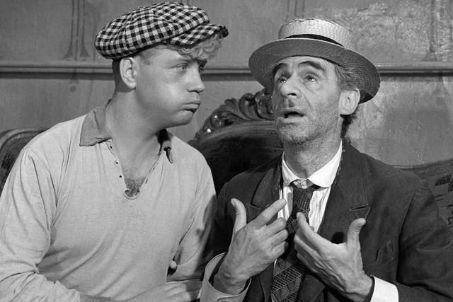 """В кино дебютировал в 1958 году в эпизодической роли в фильме """"Человек с планеты земля"""", а признание пришло после первых крупных ролей – Кукушкина в фильме """"Фокусник"""" и Паниковского в """"Золотом теленке""""."""