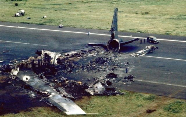 """В результате этого """"Боинг"""" КЛМ ударился хвостом о землю и 20 метров волочил его по земле."""