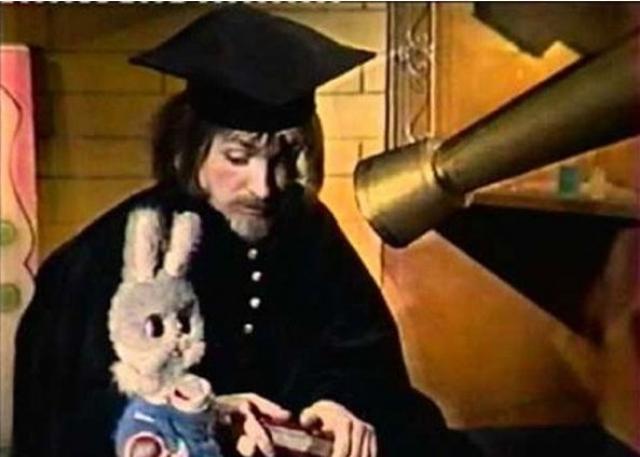 Волшебник, Мюнхаузен, Доктор, ведущий цикла Сказки народов мира. Всех этих героев олицетворял актер Владимир Пинчевский.