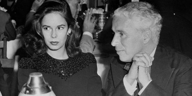 Чарли Чаплин и Уна О'Нил (разница - 36 лет). Начинающая актриса была просто без ума от комика, и в 1943 году пара поженилась, несмотря на протесты отца невесты.