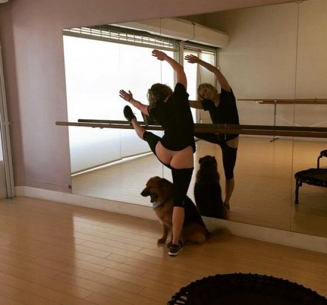 Комедиант Челси Хендлер слишком усердно занимается хореографией.