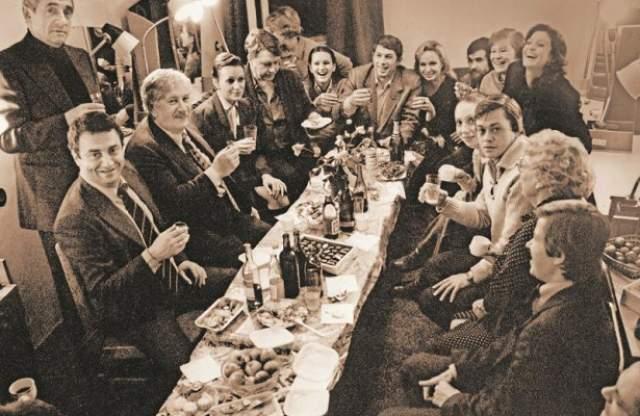 Питер Устинов с актерами театра Ленком.