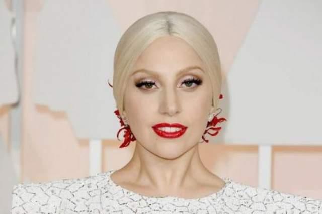 """Леди Гага Леди Гага, бесспорно, одна из самых экстравагантных артисток современности. Кому-то нравится ее эпатажный стиль, а кого-то от него буквально бросает в дрожь. В частности индонезийский """"Фронт защитников ислама"""" обьявил Гагу самым настоящим """"посланником дьявола"""" и запретил ей выступать в Джакарте."""