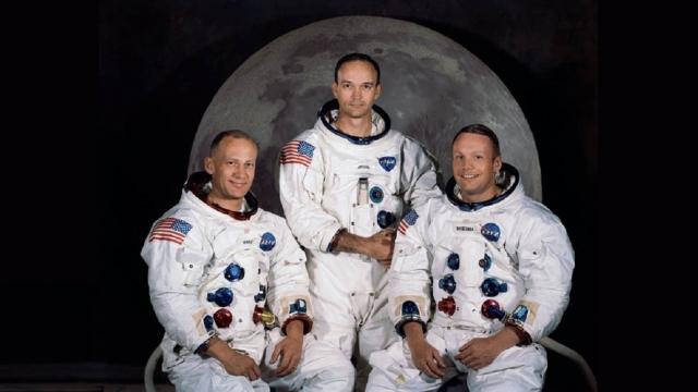 """Сторонники теории """"лунного заговора"""" утверждают, в частности, что на фотографиях и в кинофильмах о посадках на Луну есть противоречия, а некоторые даже, что осуществление таких полетов в те годы было """"технически невозможным""""."""