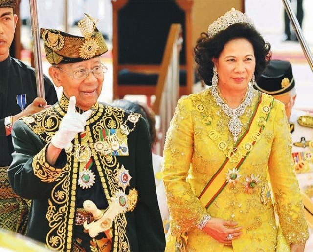 Абдул Халим Муадзам Шах. В Малайзии королей избирают из многочисленных принцев на 5 лет. И именно Абдул Халим впервые в истории государства был избран на второй срок.