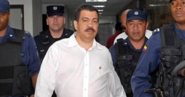 С Медельинским картелем вела борьбу организация «Лос Пепес» - акроним из испанской фразы «Perseguidos por Pablo Escobar» — «Преследуемые Пабло Эскобаром». В неё вошли колумбийские граждане, чьи родственники погибли по вине Эскобара. За относительно короткое время организация «Лос Пепес» нанесла существенный ущерб кокаиновой империи Эскобара. Её члены убили множество его людей, преследовали его семью, сожгли его имения.