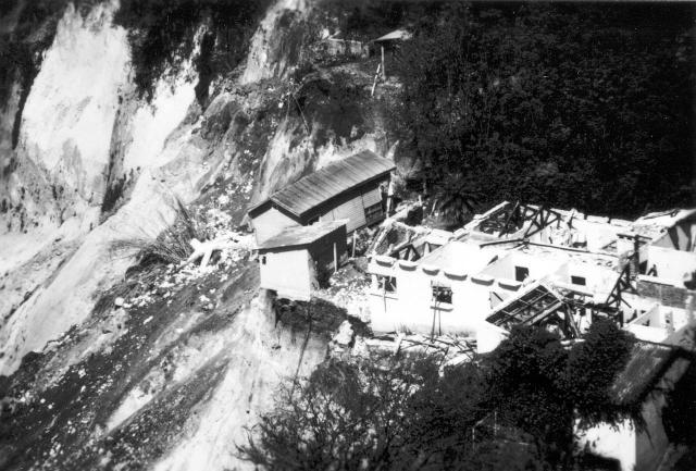 Землетрясение в Гватемале. 4 февраля 1976 года землетрясение магнитудой 7.5 произошло в 160 километрах от столицы в 03:01:43 по местному времени. Гипоцентр залегал на глубине 5 километров. Землетрясение ощущалось на территории свыше 100 000 км², причем на 32 000 км² интенсивность достигала 6 баллов.