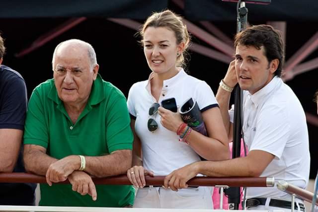 При этом ничто светское девушке не чуждо, например, как и многие другие богатые наследники, она увлекается верховой ездой, причем даже в супруги она выбрала себе звезду испанского конного спорта Серхио Альваресу Мойе.
