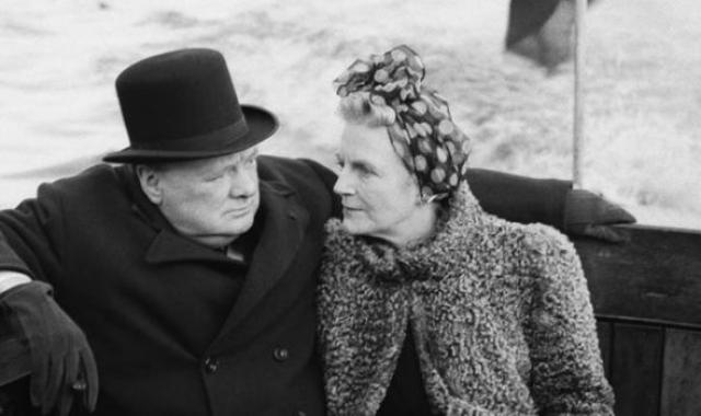 """Они были полными противоположностями, причем даже спали в разных спальнях, их жизнь была яркой и взрывной. Черчилль сказал однажды: """"Моя женитьба была самым счастливым и радостным событием всей моей жизни""""."""