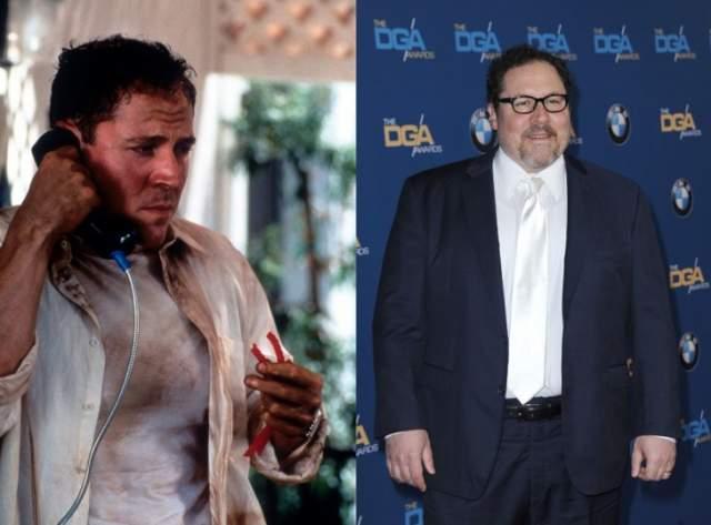 """Джон Фавро Слева актер в 1998 году в фильме """"Очень дикие штучки"""" и на ковровой дорожке в 2015 году."""