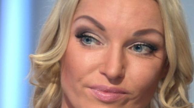 Балерина Анастасия Волочкова прокомментировала видеозапись, на которой незнакомый мужчина предлагает провести ночь с его клиентом за деньги.