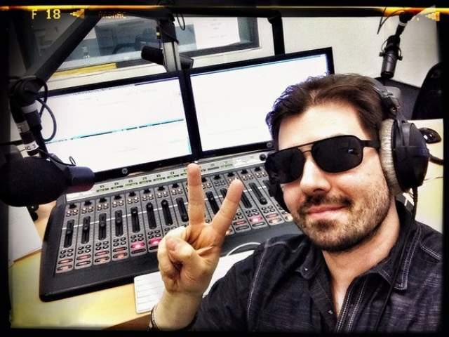 Адам Джеймс. Ведущий на радио MAXIMUM, Адам Борьбанальду Маскин, он же @mistermuskin.
