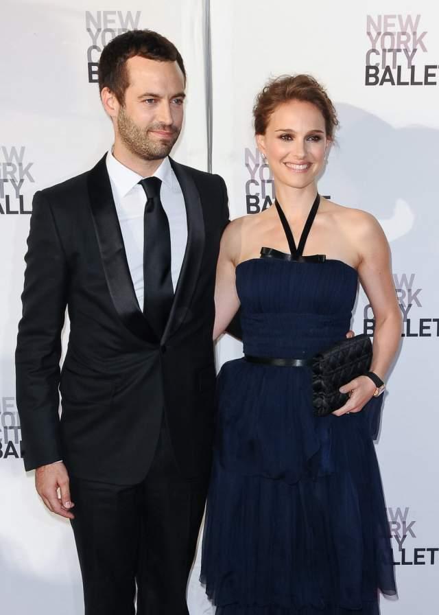 """Натали Портман. Во время съемок фильма """"Черный лебедь"""" Натали начала встречаться с танцором Нью-Йоркского театра балета Бенжаменом Мильпье, а в декабре 2010 года стало известно, что Натали и Бенжамен обручились и ждут ребенка."""