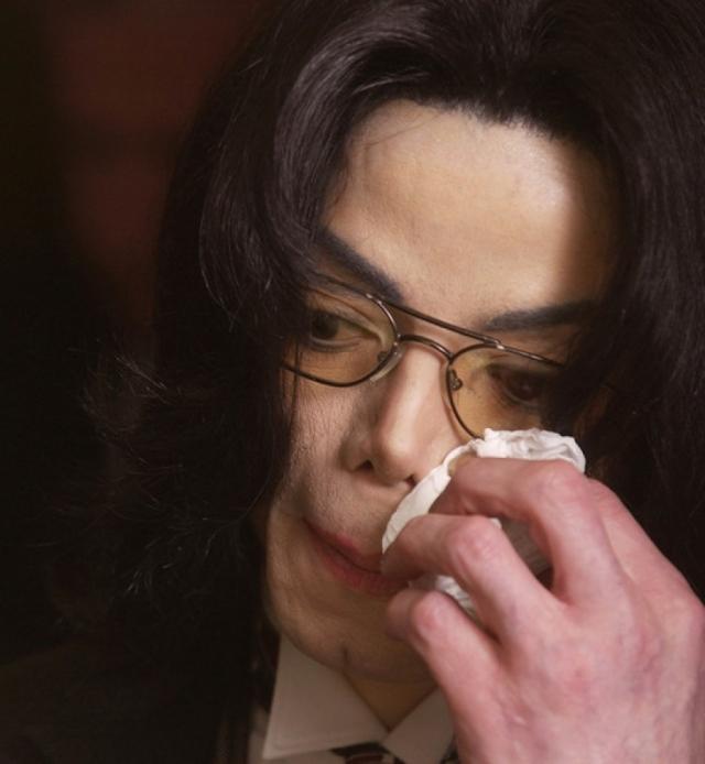 Он рассказывал, что в детстве часто плакал от ощущения одиночества и его рвало после общения с отцом. В другом громком интервью во время рассказа о насилии в детстве, певец прикрыл лицо рукой и начал плакать.