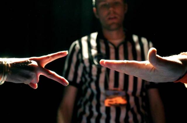 Камень-ножницы-бумага. Детская игра с 2002 года в определенных кругах считается настоящим видом спорта. В 2009 году чемпионат мира по этому виду спорта проходил в Торонто, а победитель получил $ 50.000.