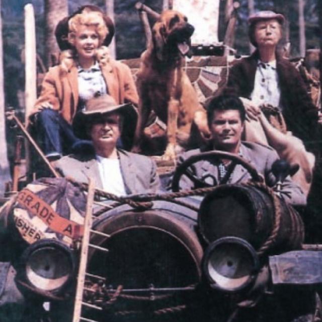 12. Джед Клэмпетт – $9,8 млрд Из грязи в князи – именно эту историю рассказывает ситком 60-ых годов «Деревенщина в Беверли-Хиллз» и одноименный фильм 1993 года. Практически нищий Джед Клэмпетт во время охоты обнаружил в болоте огромные запасы нефти, после чего продал землю за не менее огромные деньги и переехал с семьей в Беверли Хиллз. Компания «Clampett Oil» в 1984 году стала публичной, но семья осталась у руководства.