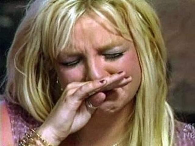 А после случая, когда в ресторане фешенебельной гостиницы Бритни Спирс стала размазывать еду по своему лицу, представители отеля Chateau Mamont официально заявили, что Бритни Спирс больше не является их желанным гостем.