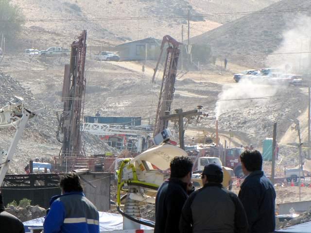Авария на шахте Сан-Хосе 5 августа 2010 года на шахте Сан Хосе, близ Копьяпо, Чили, произошел обвал породы. В результате этого 33 горняка оказались замурованными на глубине около 700 метров и примерно в 5 км от входа в шахту. В результате аварии людям пришлось находиться под землей в течение рекордных 69 дней.