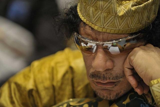Кроме этого, ливийскому лидеру принадлежало не менее 143,8 тонн золота (6,5 миллиардов долларов), укрытых на территории государства. Эти деньги считались собственностью ливийского Центробанка, который находится под полным контролем лидера революции.