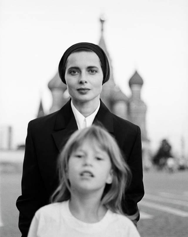 1990 год, Изабелла Росселлини с дочерью Элеттрой Видеманн-Росселлини.