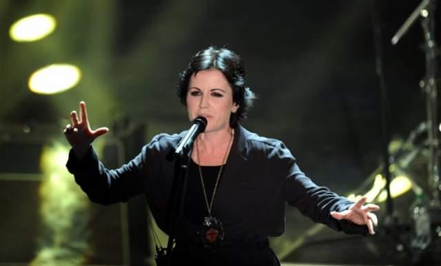 Долорес О'Риордан. Смерть при загадочных обстоятельствах в отеле Лондона. 46-летняя солистка рок-группы The Cranberries внезапно скончалась 15 января в британской столице, куда прибыла для записи новой песни. Причина смерти осталась засекреченной по сей день.