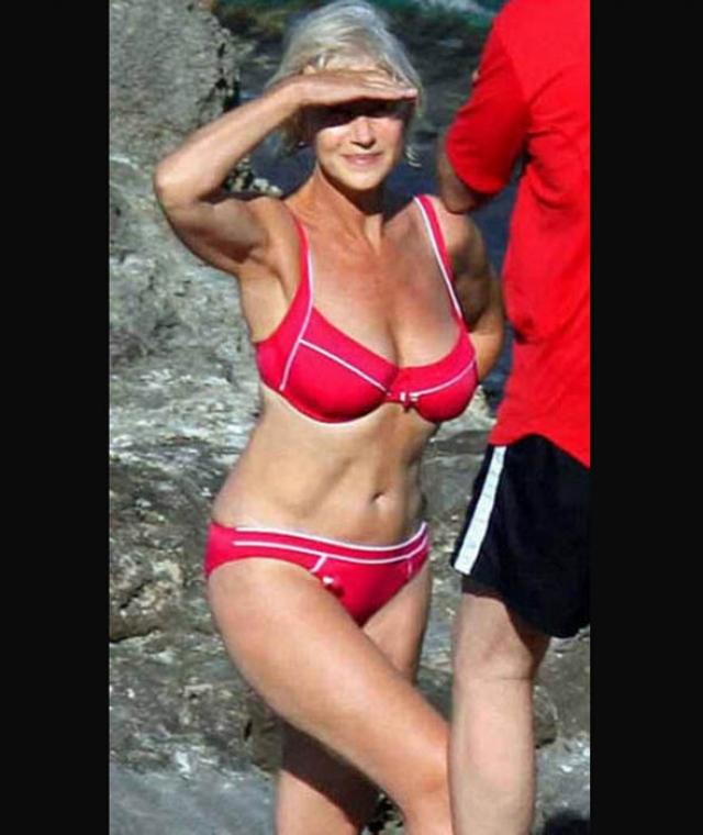 Хелен Миррен. В 72 года мало кто может появиться в бикини на пляже.
