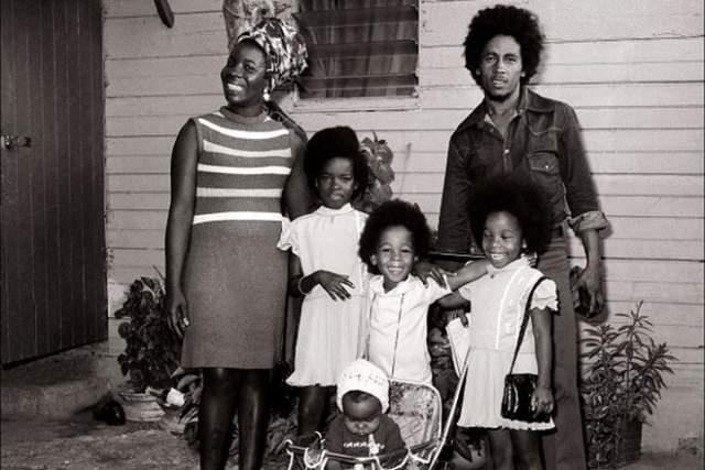 У Риты и Боба была большая и дружна семья- жена подарила певцу сыновей и дочерей. Все их четверо детей сейчас, так или иначе, связаны с музыкой и другими видами творчества. Всего-же у Марли одиннадцать детей, не считая одного приемного сына.