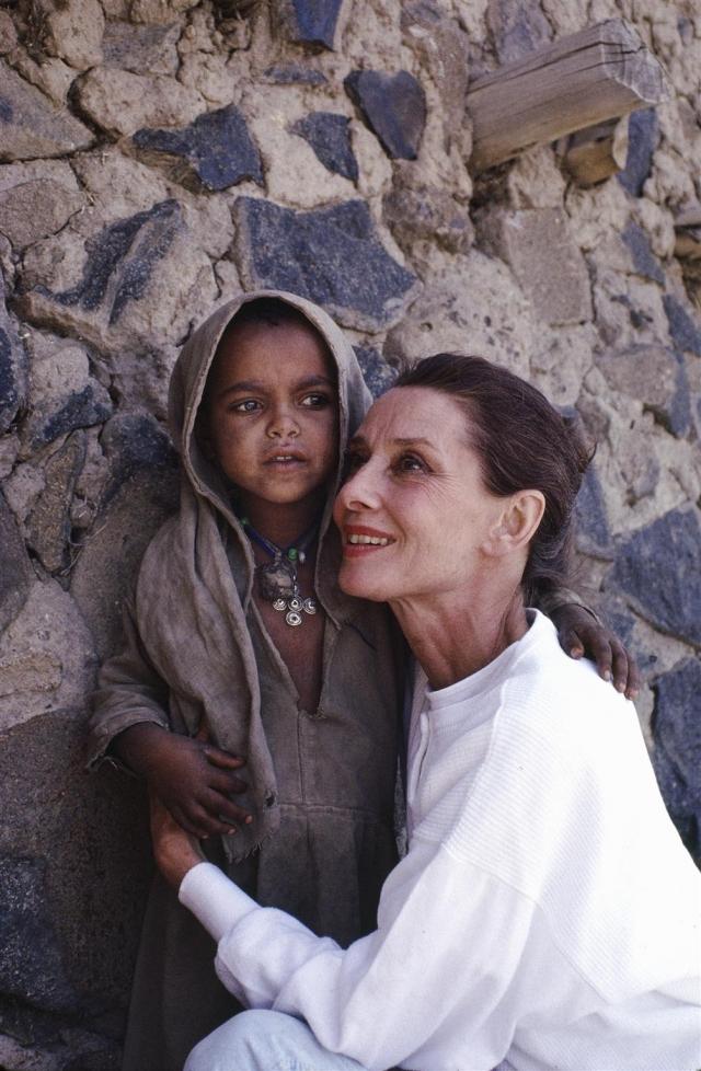 Ее первая миссия была в Эфиопии в 1988. Она посетила детский дом с 500 голодающими детьми и добилась, чтобы ЮНИСЕФ выслал пищу.