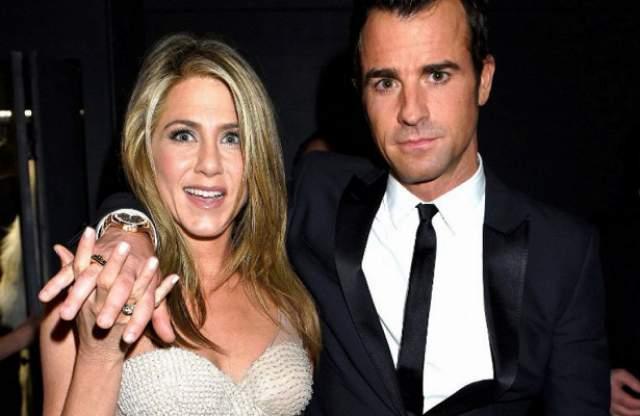 Дженнифер Энистон и Джастин Теру. Актеры объявили о разводе после двух с половиной лет брака, о чем в феврале 2018-го официально сообщили прессе.