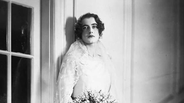 """Но супруг скончался, и агент """"Цинтия"""" уехала в Вашингтон, где продолжила свою деятельность разведчицы: через постель она добывала информацию у французских и итальянских служащих и офицеров."""