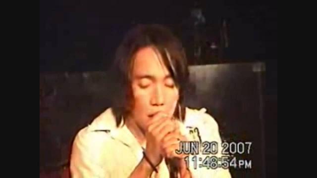 Но заметили его только в 2007, когда один из его фанатов решился выложить на Youtube несколько видео, где филиппинский певец со своей группой The Zoo исполнял песни музыкального коллектива Journey.