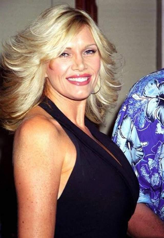 Лана Кларксон Американская актриса и фотомодель Лана Кларксон умерла 3 февраля 2003 года в особняке своего продюсера Фила Спектора, который выстрелил ей в рот. В тот злополучный день ранним утром Кларксон встретила продюсера на съемках, после которых они отправились к нему в особняк.