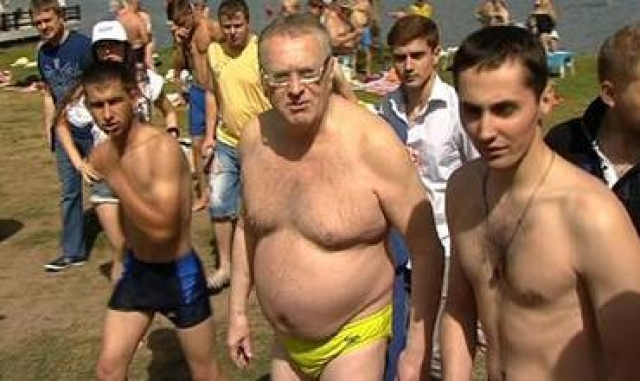 Владимир Жириновский предпочитает не обременять себя одеждой во время купания.