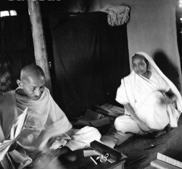 Представители современной индийской семьи политиков Ганди к числу их потомков не принадлежат. От старшего сына Харилала отец отказался. По свидетельству отца, он пил, развратничал и влезал в долги. Несколько раз Харилал менял религию и умер от заболевания печени. Все остальные сыновья были последователями отца и активистами его движения за независимость Индии.