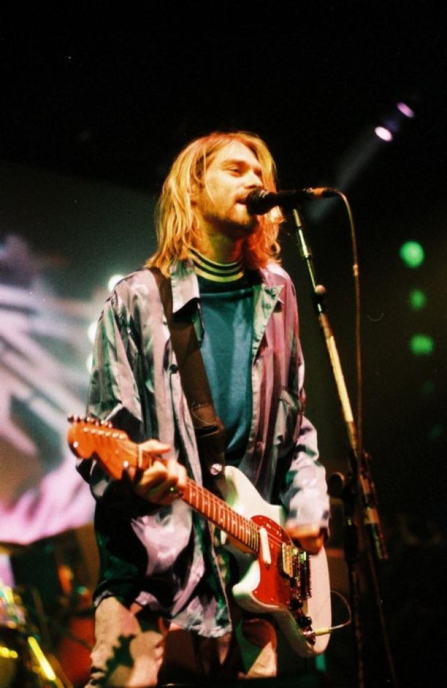 """Курт Кобейн. """"Лучше быть угрюмым мечтателем, чем безмозглым тусовщиком"""". Фронтмен группы Nirvana был найден мёртвым с простреленной головой у себя дома в Сиэтле в апреле 1994 года. В крови у музыканта было обнаружено значительное количество героина."""
