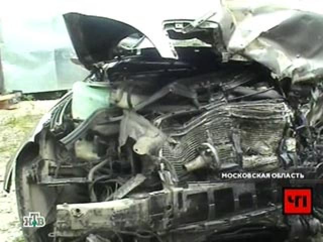 """На полосу встречного движения выехал """"Форд Фокус"""" с ярославскими номерами и """"торпедировал"""" машину Шершунова."""