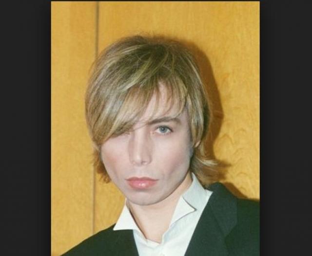"""Тем не менее """"ненакрашенный"""" Сергей выглядит вот так."""