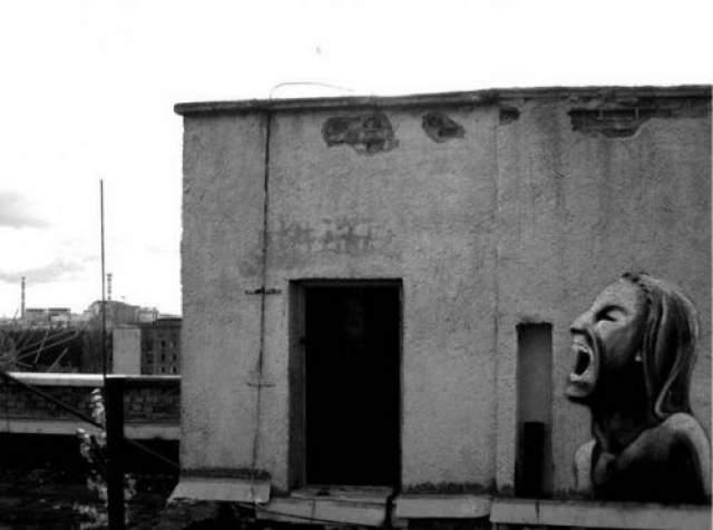 Встретившие фантастического монстра работники Чернобыльской станции утверждали, что после встречи им поступило несколько звонков с угрозами и почти всем стали сниться яркие невероятно страшные кошмары.