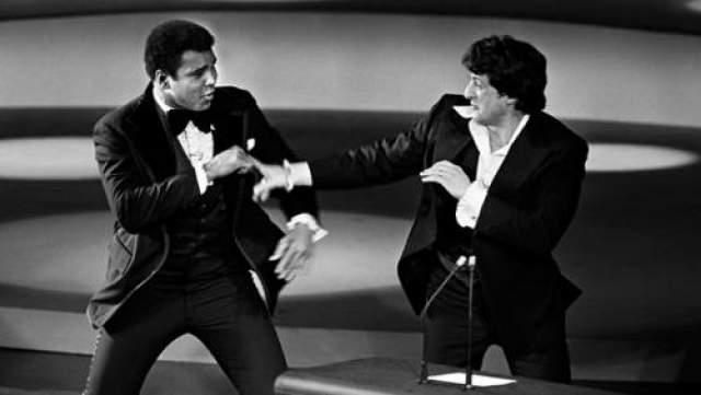 """В 1977 году на 49-й церемонии вручения """"Оскар"""" Сильвестр Сталонне вступил в схватку с Мухаммедом Али . Сталлоне умело разыграл неожиданность, хотя, конечно же, все это было частью великолепного шоу."""