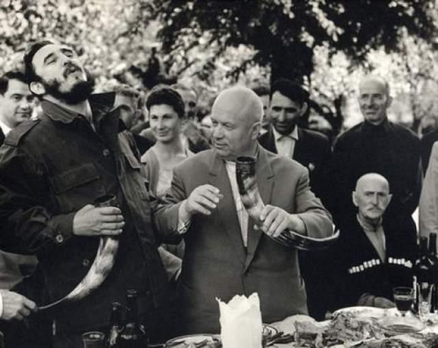 Грузия, Никита Сергеевич Хрущев и Фидель Кастро. Автор: Егоров Василий, 1963 год